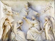 圣母玛丽亚耶稣冠雕象圣母无染原罪瞻礼专栏罗马 免版税库存图片