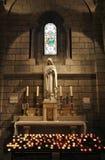 圣母玛丽亚雕象在圣尼古拉大教堂里 库存照片