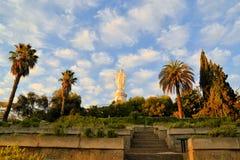 圣母玛丽亚雕象,塞罗圣克里斯托瓦尔,圣地亚哥 免版税库存照片