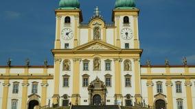 圣母玛丽亚,斯瓦迪Kopecek教会的奥洛穆茨,捷克,装饰的访问的大教堂 股票录像