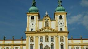 圣母玛丽亚,斯瓦迪Kopecek教会的奥洛穆茨,捷克,装饰的访问的大教堂 股票视频