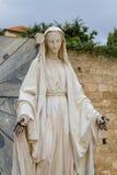 圣母玛丽亚,通告的教会雕象在拿撒勒 免版税库存图片