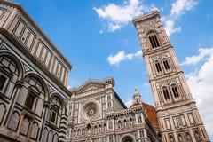 圣母百花圣殿和Brunelleschi的圆顶 库存照片