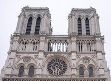 巴黎圣母院在一个冬日 免版税图库摄影