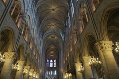 巴黎圣母院的内部 免版税库存照片