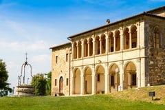 圣比亚焦,被找出的外部Montepulc教会的牧师公馆  免版税库存照片