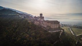 圣法兰西斯大教堂,阿西西,意大利全景鸟瞰图  库存图片