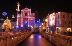 圣法兰西斯教会和Preseren摆正,装饰圣诞节和新年假日,卢布尔雅那,斯洛文尼亚 免版税库存图片