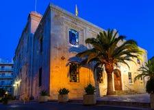圣泰特斯教会或者贴水Titos,在伊拉克利翁的中心,克利特,在与几乎满月的晚上在它上 库存图片