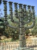 圣洁七条胳膊大烛台,在以色列议会前的Menorah 库存图片