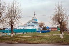 圣洁传道者彼得和保罗的白蓝色教会 库存照片