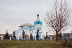 圣洁传道者彼得和保罗的白蓝色教会Uzhur的, 库存照片