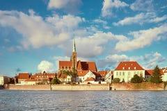 圣洁十字架和圣巴塞洛缪的牧师会主持的教堂在Wroc 库存图片