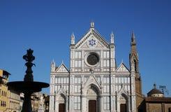 圣洁十字架的三塔Croce大教堂大教堂在同一个名字的正方形的在佛罗伦萨,托斯卡纳,意大利 f 库存图片