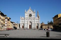 圣洁十字架的三塔Croce大教堂大教堂在同一个名字的正方形的在佛罗伦萨,托斯卡纳,意大利 f 免版税库存图片