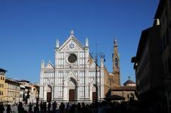 圣洁十字架的三塔Croce大教堂大教堂在同一个名字的正方形的在佛罗伦萨,托斯卡纳,意大利 f 免版税库存照片