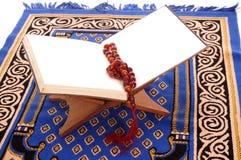 圣洁古兰经和Tasbih 库存图片