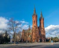 圣洁家庭的哥特式复兴教会风景看法在Tarnow,波兰 免版税库存照片
