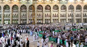 圣洁清真寺从在伊什法克祈祷期间的外面 免版税库存照片