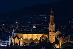 圣洁Cross Basilica di圣诞老人的大教堂的夜视图 库存照片