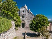 圣洛伦佐教会的门面在Portovenere利古里亚,意大利 免版税库存图片