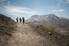 圣海伦山的远足者 免版税库存照片