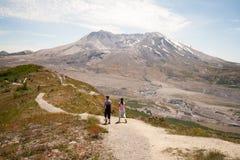 圣海伦山的远足者 免版税库存图片