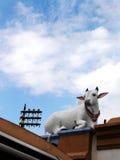 圣牛雕塑,印度寺庙亚洲 免版税库存照片