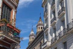 圣特尔莫邻里大厦和圣佩德罗火山Telmo教会-布宜诺斯艾利斯,阿根廷 免版税库存图片