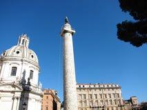 圣玛丽亚二洛雷托省教会和Trajan专栏 库存照片