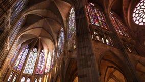 圣玛丽亚大教堂的内部在利昂,西班牙,2018年12月 影视素材