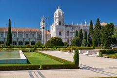圣玛丽亚教会看法通过帝国s庭院  免版税图库摄影
