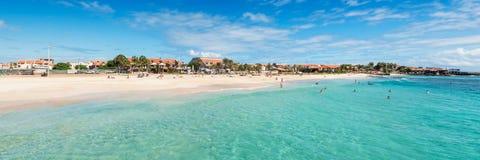 圣玛丽亚海滩全景在婆罗双树佛得角- Cabo Ver的 免版税库存图片