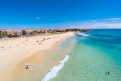 圣玛丽亚海滩鸟瞰图在婆罗双树佛得角Cabo Verde的 免版税库存照片