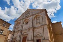 圣玛丽亚Assunta大教堂- Val d ` Orcia,托斯卡纳,意大利遗产大厦  免版税库存图片
