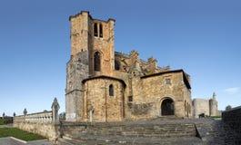 圣玛丽亚de la卡斯特罗-乌尔迪亚莱斯全景的亚松森教会 库存照片