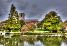 圣玛丽夫人教会Wareham多西特历史的集镇在五颜六色的HDR的河位于的多西特Frome 库存图片