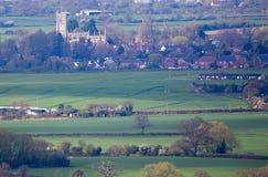 圣玛丽尖顶Ashton教会遥远的看法  库存照片