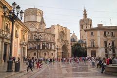 圣玛丽的、喷泉里约Turia和巴伦西亚大教堂正方形在一多云天 西班牙巴伦西亚 库存图片