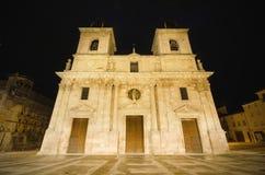圣玛丽的古老15世纪教会在晚上 位于布里维耶斯卡,卡斯蒂利亚y利昂,西班牙 免版税库存图片