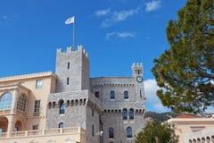 圣玛丽的和摩纳哥的Palace王子的钟楼  免版税库存图片