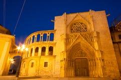 圣玛丽的和巴伦西亚大教堂正方形寺庙在晚上,巴伦西亚,西班牙 库存照片