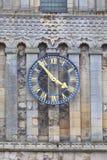 圣玛丽12世纪罗马尼亚样式教会维尔京,钟楼,多弗,英国 维尔京,时钟 库存图片