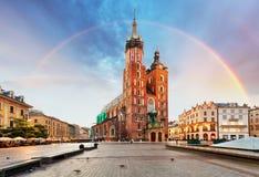 圣玛丽` s大教堂在克拉科夫大广场有彩虹的 免版税图库摄影