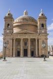 圣玛丽Mgarr的` s教会Coutyard和门面马耳他的 免版税库存照片