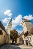 圣玛格丽特教会和Steingasser塔在媒介,罗马尼亚 库存照片