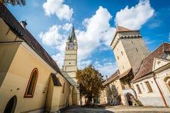 圣玛格丽特教会和Steingasser塔在媒介,罗马尼亚 免版税图库摄影