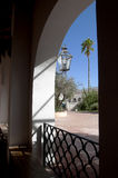 圣的泽维尔del Bac晒裂的庭院西班牙宽容使命图森亚利桑那 库存图片