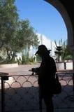圣的泽维尔del Bac晒裂的庭院西班牙宽容使命图森亚利桑那 免版税库存图片