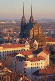 圣皮特圣徒・彼得和保罗大教堂有其他大厦的 免版税库存图片